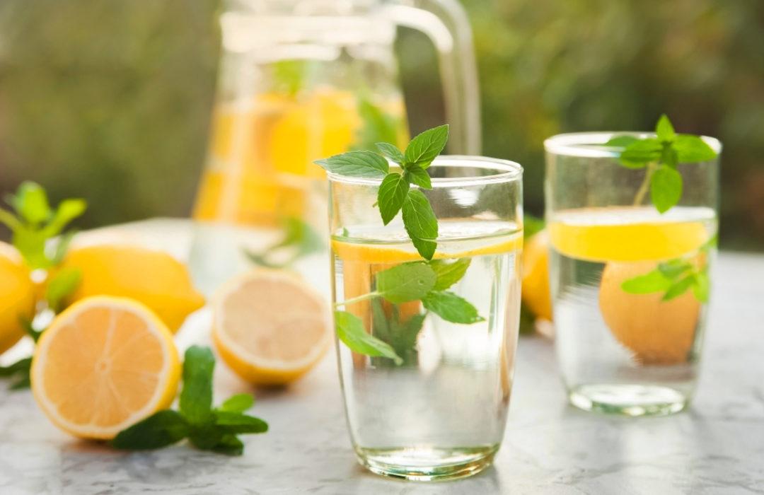 Sommer-Ernährung: Richtig essen und trinken bei Hitze – Lebensmittel- und  Ernährungs-Ratgeber Blog